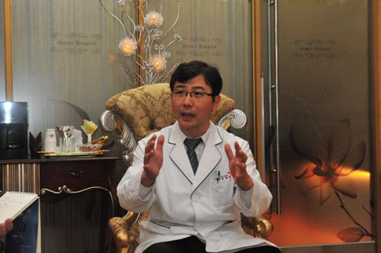 스마트병원 김양후 원장은 진정한 의료서비스로 지역 주민들과 함께 하고 그 다음 의료관광을 논하자는 주장이다.