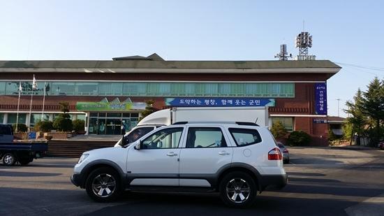 대관령 면사무소 주차장의 기아차 SUV 7인승 모하비 KV300