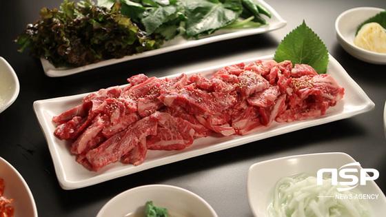수입고기에 대한 편견을 없애려 이곳 사장이 특히 신경쓴다는 고기 품질. 선별부터 손질, 숙성까지 모든 과정은 대표의 손으로 직접 이뤄진다. (사진 = 김상균 기자)