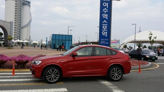 여수시 엑스포역 앞 BMW 뉴 X4 30d (사진 = 강은태 기자)