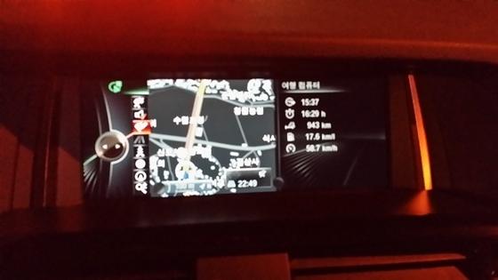 총 16시간 29분 동안 943km의 거리를 평균 58,7km/h의 평균 속도로 주행한 후 표시된 실제 평균연비 17,6km/L (사진 = 강은태 기자)
