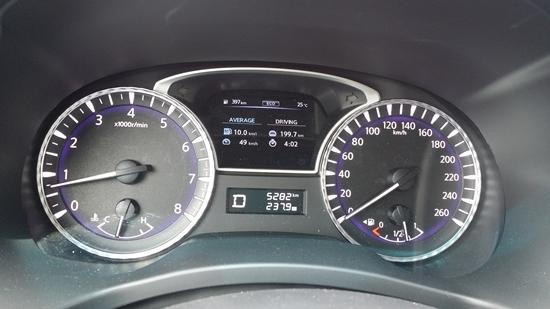 인피니티 QX60 3.5 시승 구간 199,7km를 총 4시간 2분간 49km/h의 평균 속도로 주행한 후 표시된 실제연비 10.0km/L (사진 = 강은태 기자)