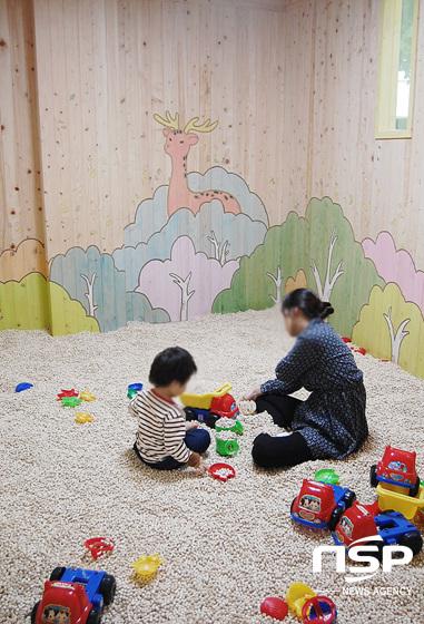 놀이를 통한 오감발달과 스트레스 해소에 도움이 된다는 편백나무 놀이터.