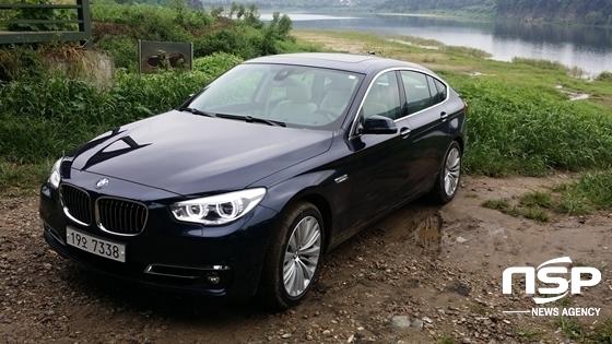 파주 임진강변의 BMW 5GT 30d xDrive (사진 = 강은태 기자)