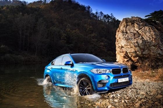 BMW 지능형 사륜구동 시스템 xDrive 기능이 탑재된 BMW X6M 모델 (사진 = BMW 코리아)