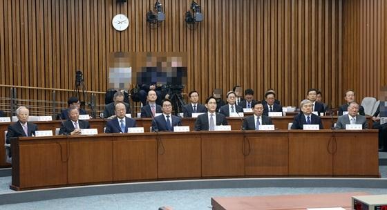 국회 국정조사 제1차 청문회에 재벌 총수들이 증인으로 출석해 있다. (사진 = 국회사무처)