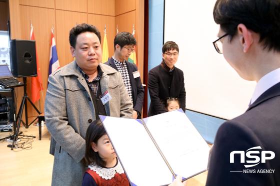 고병렬 단원이 감사장을 수여받는 모습. (사진 = 조현철 기자)