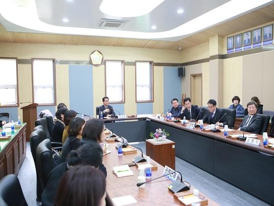 지난 10일 경기 평택시의회가 주관한 보육연합회와의 간담회 (사진 = 평택시의회 제공)
