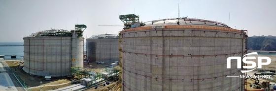 삼척 LNG 생산기지에서 운영중인 저장탱크 (사진 = 한국가스공사 제공)