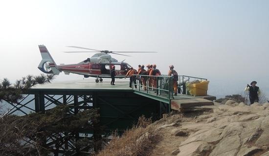 산악사고 발생 소방헬기 구조 모습. (사진 = 과천소방서)