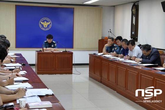 양원근 남부경찰서장 (중간에서 맨앞)이 보고회를 주재하고 있는 모습 (사진 = 대구남부경찰서 제공)