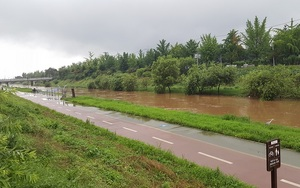 [단독] 광명시 목감천변까지 폭우로 수위 올라···목감천변 시민 대피 방송