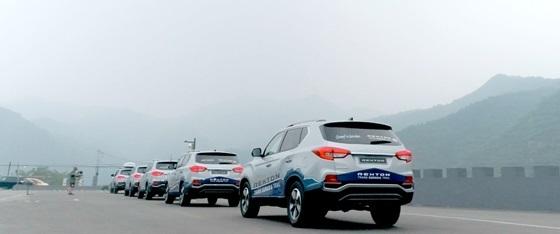 중국을 횡단할 G4 렉스턴 차량들이 베이징을 출발하고 있다. (사진 = 쌍용차)
