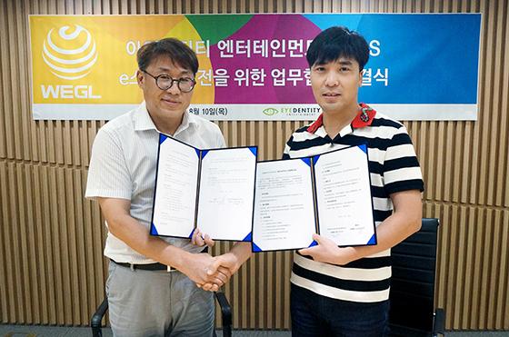 SBS 김용재 글로벌 제작사업팀장(왼쪽)과 아이덴티티 엔터테인먼트 구오하이빈 대표.