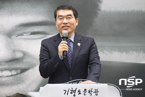 양기대 광명시장이 기형도 문학관 개관식에서 축사를 하고 있다. (사진 = 박승봉 기자)