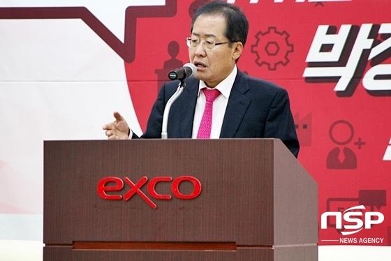 홍준표 자유한국당 대표가 10일 엑스코에서 열린 박정희 100돌 행사에 참석해 강연을 진행하고 있다. (사진 = 김덕엽 기자)