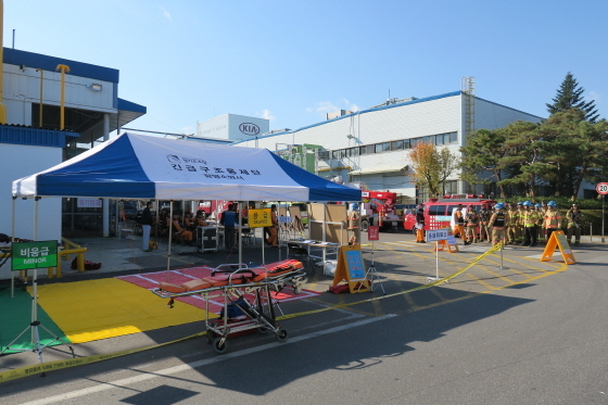 광명시 기아자동차 소하리공장에서 광명소방서 관계자들이 긴급구조통제단 가동훈련을 실시하고 있다. (사진 = 광명소방서)