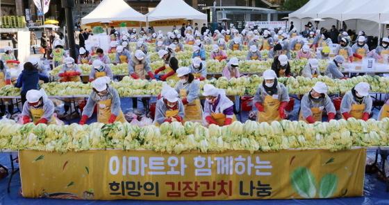 김장행사 (사진 = 이마트 제공)