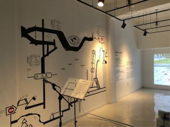 성남문화재단의 신흥공공예술창작소에서 5번째 입주작가 이생강 기획자의 전시회가 진행되고 있다. (사진 = 성남문화재단)