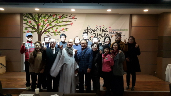안성시지역사회보장협의체 운영결과 보고회를 마친후 기념사진 촬영. (사진 = 안성시)