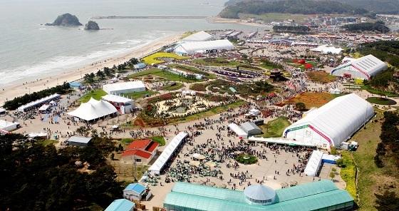 ▲2009년 꽃지 해안공원에서 열린 안면도 국제 꽃박람회 모습. (사진 = 태안군)
