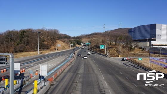 15일 오전 경기 양지 요금소에서 서울방향으로 가는 차량들이 원할한 교통 흐름을 보이고 있다. (사진 = 김병관 기자)