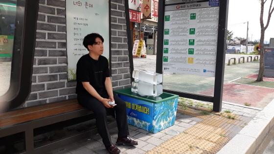 용인시가 폭염에 대응해 정류장에 얼음을 비치해 둔 모습. (사진 = 용인시)
