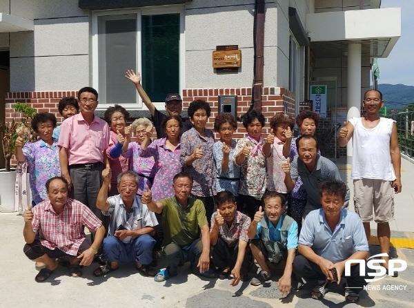 하동군 횡천면은 지난 14일 하남마을회관에서 김영욱 면장, 조승현 이장, 주민 등 20명이 참석해 2018년 소각산불 없는 녹색마을 현판식을 가졌다. (사진제공 = 하동군)