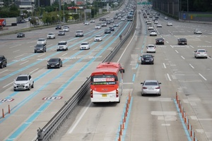 [포토]추석 귀성길, 하행선 일부 구간서 교통정체