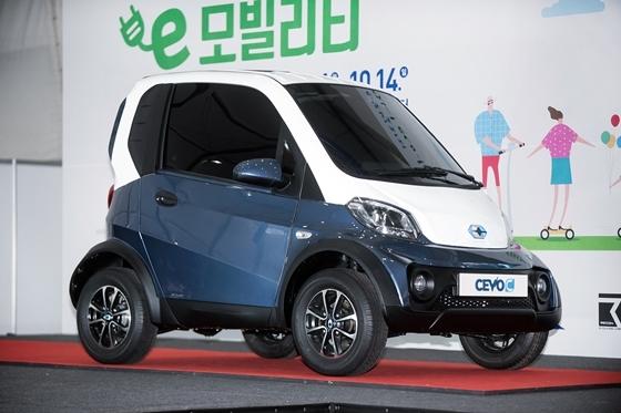 영광 e-모빌리티 엑스포에서 공개한 미드나잇 블루 색상의 CEVO-C (사진 = 캠시스)