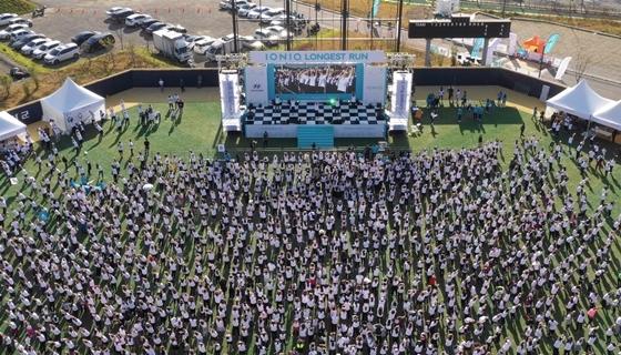 아이오닉 롱기스트 런 페스티벌에서 7km 단체 러닝에 참가한 사람들의 모습 (사진 = 현대차)