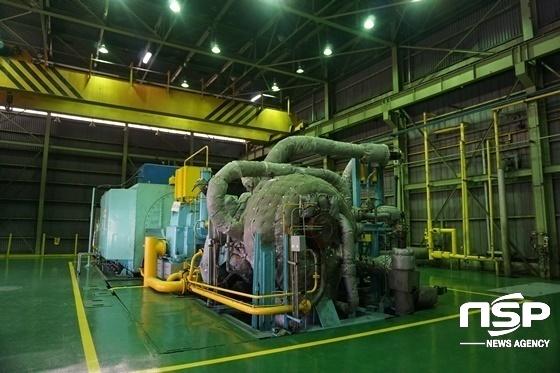 보일러에서 발생한 고온‧고압증기를 이용해 전력을 생산하는 증기터빈 발전기 모습. (사진 = 나수완 기자)
