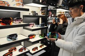 [NSP PHOTO]롯데백화점 대구점, 오클리 '고해상 스키 고글' 신상품 출시