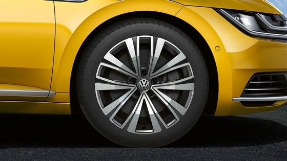 2019년형 아테온 엘레강스 프리미엄 모델의 변경된 휠 디자인 (사진 = 폭스바겐)