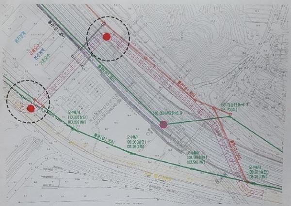 현재 현대건설에 의해 공사가 진행중인 문제의 능곡역 지하 행신 배수관 이설 공사 현장 도면(하천 유입구는 120도 꺽였이고 나가는 부분에 90도로 두번 꺽여 있다) (사진 = 비리척결본부)