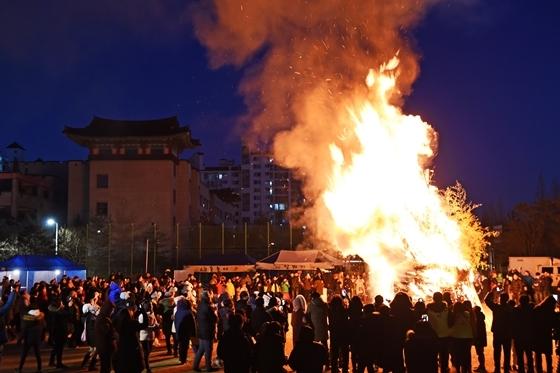 지난해 개최된 온수골 대보름 축제. (사진 = 권선구)