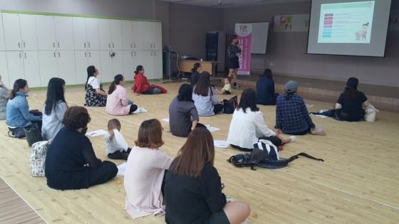 영양플러스 프로그램에 참여한 임신부와 출산부들이 영양교육을 받고 있다. (사진 = 안성시)