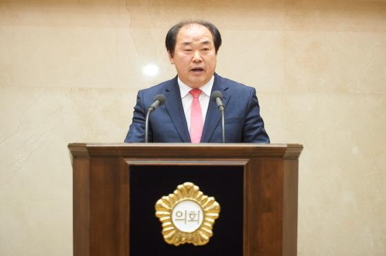 14일 용인시의회 제231회 임시회 제2차 본회의에서 김운봉 시의원이 5분 자유발언을 하고 있다. (사진 = 용인시의회)