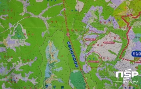 원삼면 인근 한 부동산중개업소 벽에 붙힌 지도. (사진 = 김병관 기자)