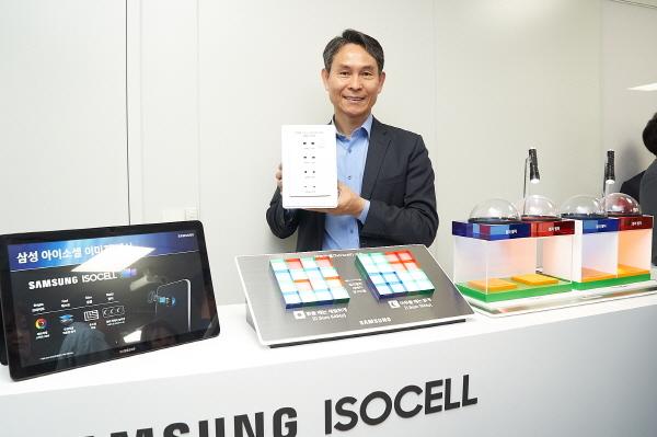 9일 삼성전자 기자실에서 열린 삼성전자 이미지센서 설명회에서 삼성전자 S.LSI사업부 센서사업팀장 박용인 부사장이 삼성전자 이미지센서 신제품을 소개하고 있다.