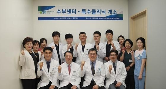 첫줄 왼쪽부터 김병성 수부센터장, 신응진 병원장, 민경대 대외협력부원장, 박은수 성형외과 과장. (사진 = 순천향대 부천병원)