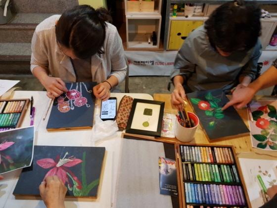 식물일러스트 예술정원프로젝트 진행 모습. (사진 = 성남문화재단)