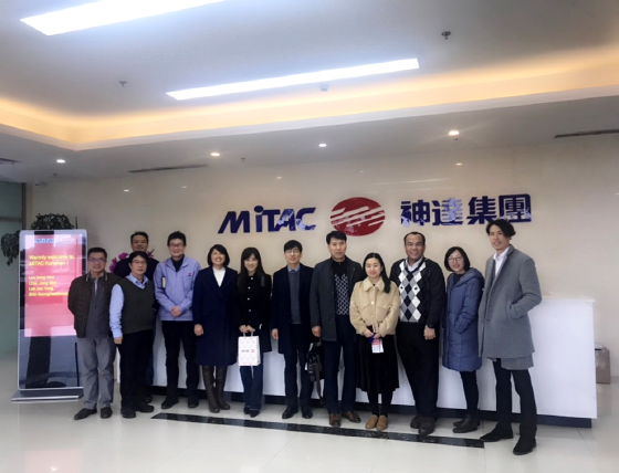 MiTAC과 TECSON이 글로벌 및 국내 전장 사업 시작을 위한 정식 LOI를 체결하고 기념 촬영 하는 모습. (사진 = TECSON)