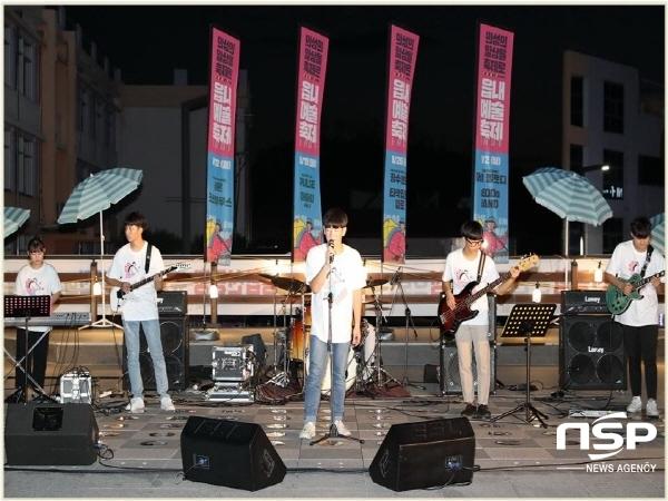 의성군은 지난 12일, 의성군 신활력플러스사업의 일환으로 군청 야외무대에서 1시간 동안 버스킹 공연을 열었다. (사진 = 의성군)