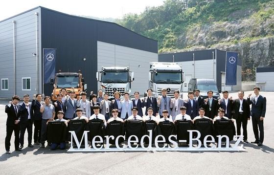메르세데스-벤츠 트럭 AMT트럭 1기 출범 기념사진 (사진 = 다임러 트럭 코리아)