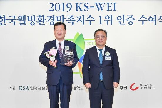 (왼쪽부터)일동후디스 김봉구 상무, 한국표준협회 이상진 회장 (사진 = 일동후디스 제공)