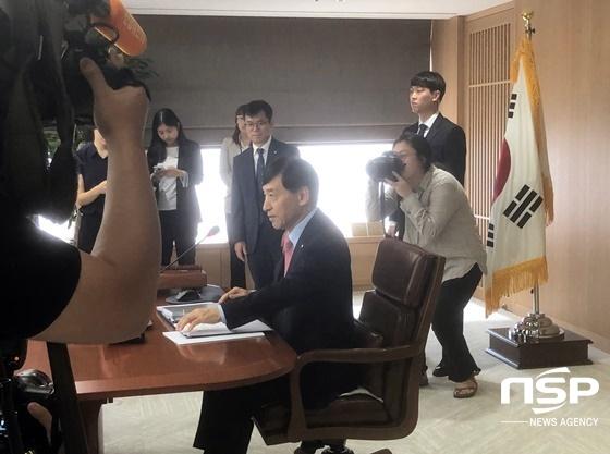 30일 한국은행 금융통화위원회에서 이주열 한은 총재.