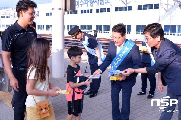권오봉 여수시장이 여수엑스포역에서 환영 인사를 하고 있다. (사진 = 여수시)