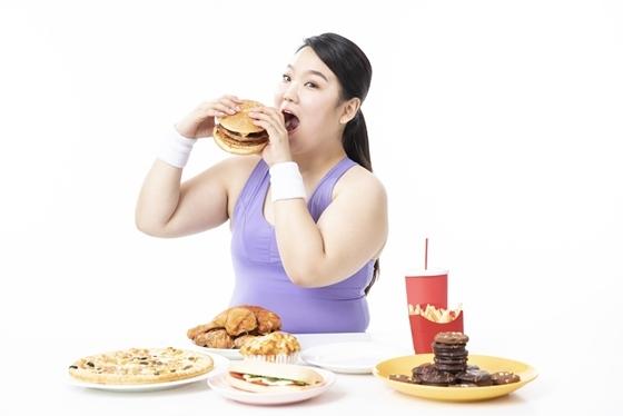 비만, 잘못된 식습관 관련 이미지 (사진 = 유디치과)