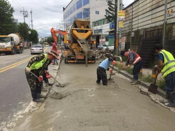 부천시는 추석연휴기간에 오정로 및 석천로 구간 도로 응급복구를 실시했다. (사진 = 부천시)